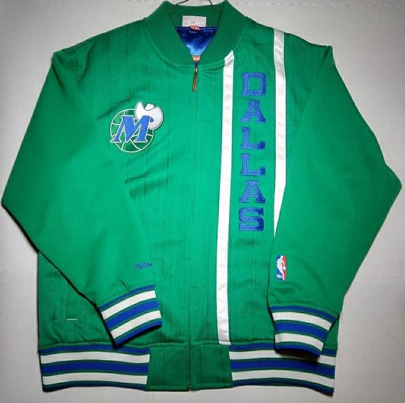 bd1eeb1c82a Mitchell   Ness Dallas Mavericks Track Jacket. M 5a8d90ea84b5cedc8c649594